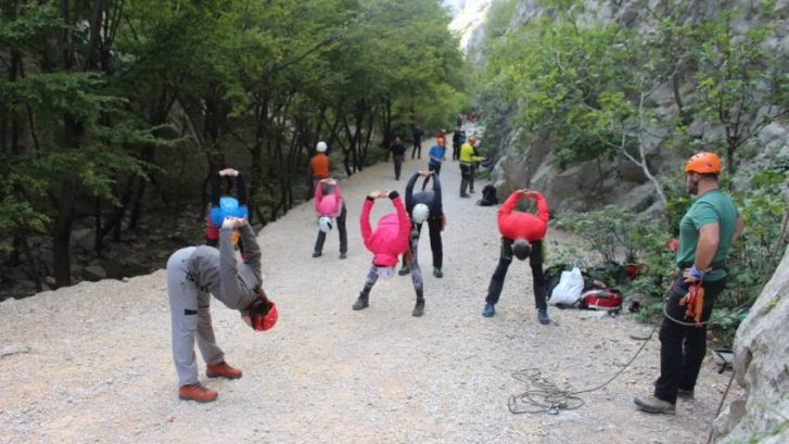 Treking-yoga-Paklenica-Adhara-Mountain-fit-ayurveda